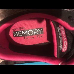 SALE! SKECHERS GO WALK MEMORY FOAM FIT(NWT) NWT